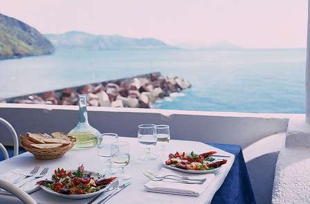 Week-end avec dîner en bord de mer sur l'île de Salina (à partir de 2 nuits)