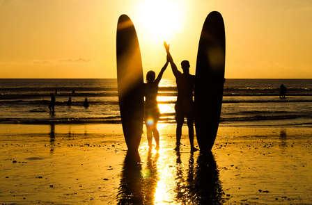 Especial Weekendesk: Vive Asturias con Clase de Surf y Visita a una Sidreria