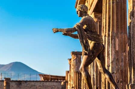 Soggiorno nel cuore di Napoli in un hotel 4* e drink di benvenuto