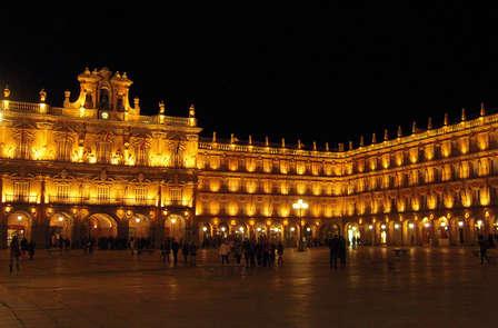 Escapada con bañera de hidromasaje y entradas para el Museo Casa Lis en Salamanca (desde 2 noches)