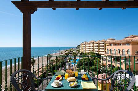 ¡Promo Verano! con media pensión, spa y acceso directo a la playa