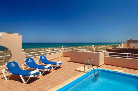 Escapada en suite con piscina privada, primera linea de mar, spa y 2 niños gratis en Oliva