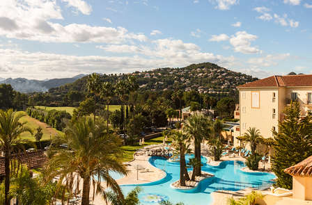 Escapada con spa y vistas al golf en un resort 5* cerca de Dénia