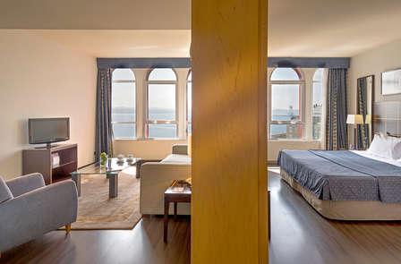 Escapada de lujo: Romántica en Junior Suite con vista mar
