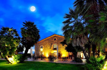 Escapada romántica con cena y spa en una masia catalana cerca de Girona
