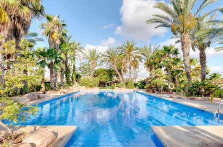 Escapada con cena, zona relax y botella de cava en Alicante