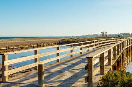 Escapada romántica: relax junto a la playa en Roquetas de mar