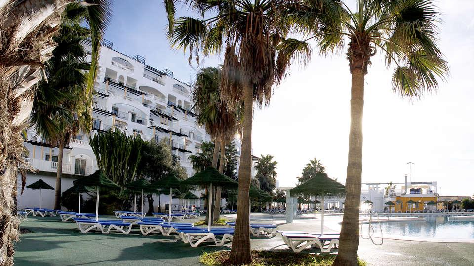 Hotel Bahía Serena - Edit_Pool6.jpg