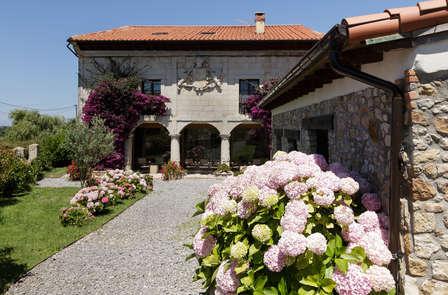 Descubre Cantabria con cena y paseo en caballo o en barco