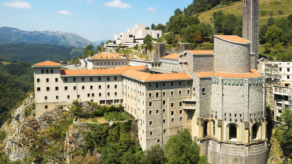 Hotel Santuario de Arantzazu - edit_Arantzazuko_santutegiko_ikuspegia.jpg