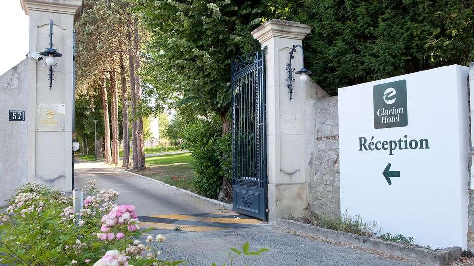 Clarion Hotel Château Belmont - edit_entrance.jpg