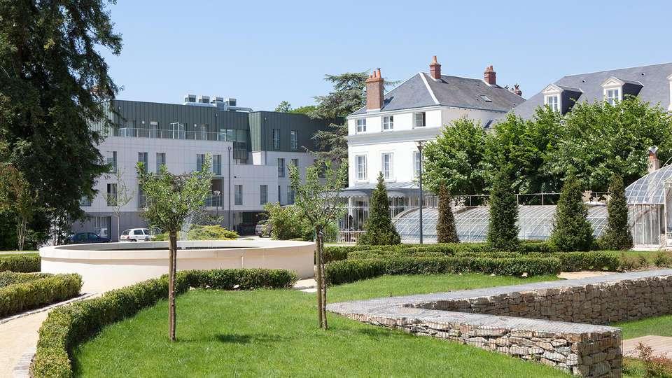 Clarion Hotel Château Belmont - edit_front_garden.jpg