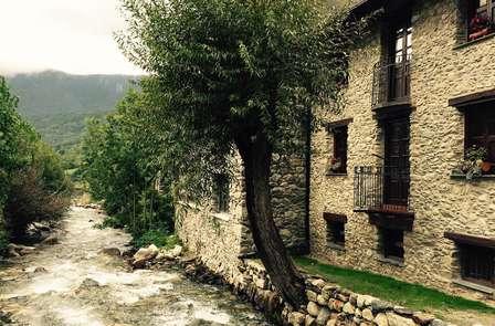 Relájate con esta escapada con cena en el Pirineo Catalán
