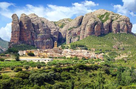 Descubre el encanto aragonés entre las montañas de Canfranc