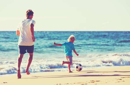 Escapada con acceso directo a la playa, solárium y animación en Verano (oferta 1 niño gratis)