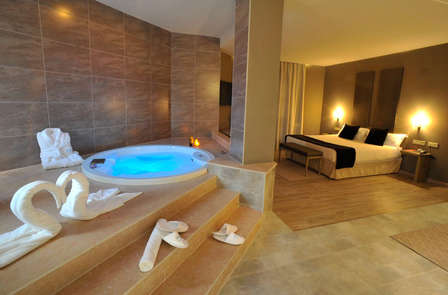 escapada suite con jacuzzi cava parking y love box cerca de valencia