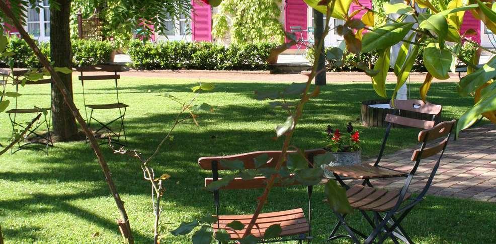 H tel manoir de gressy h tel de charme gressy - Jardin suspendu brussels montpellier ...