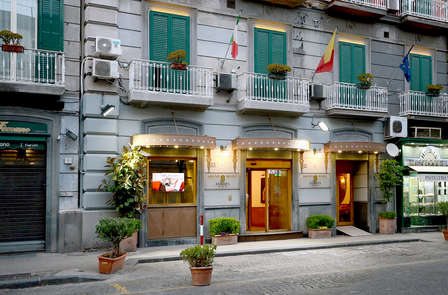Weekend nel cuore di Napoli in un palazzo del XIX secolo