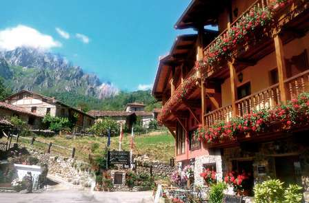 Oferta apertura: Escapada con cena y visitas con cata en Los Picos de Europa (desde 2 noches)