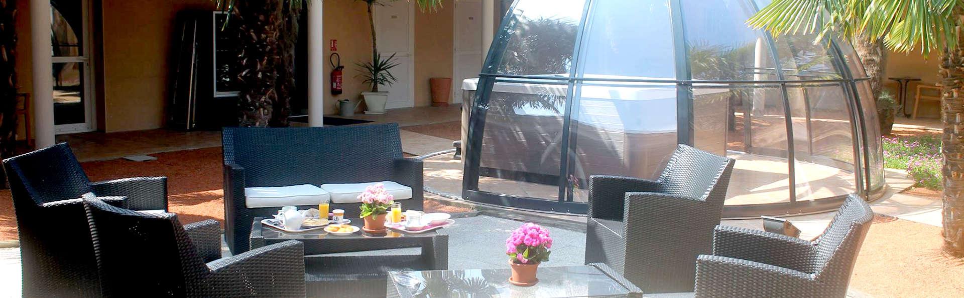 Hôtel Spa La Closerie - Edit_terrace.jpg