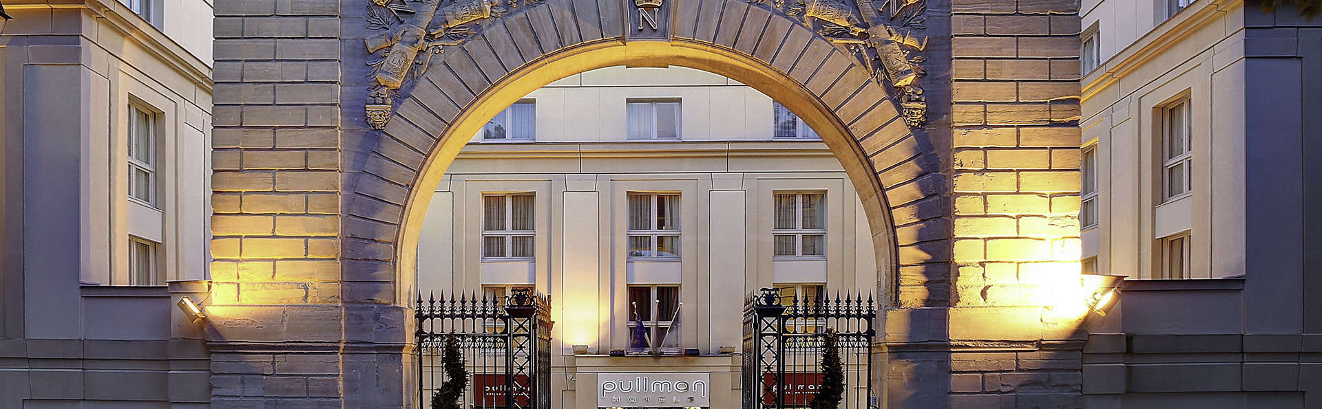 ​Le Louis Versailles Château – Mgallery by sofitel - edit_entrance.jpg