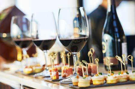 Beaujolais nouveau: Dégustation de vin et amuse-bouches au coeur de Paris (à partir de 2 nuits)