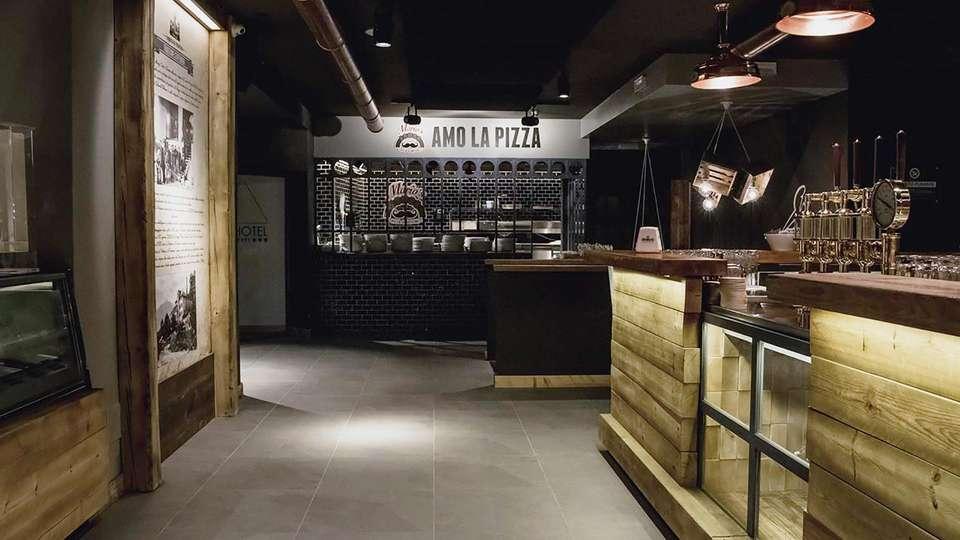 Hotel B612 - EDIT_barpizza.jpg