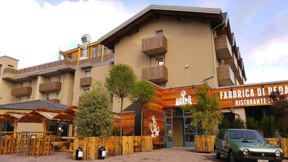 Hotel B612 - EDIT_front2.jpg