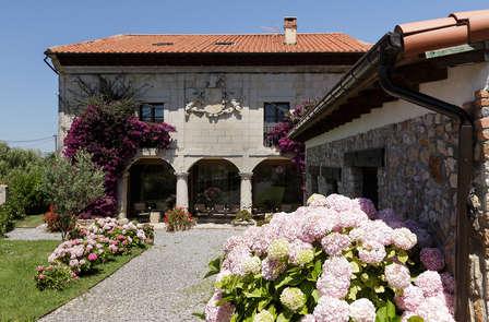 Escapada con Actividad a escoger entre: Cena, Paseo en Caballo o en Barco en Cantabria