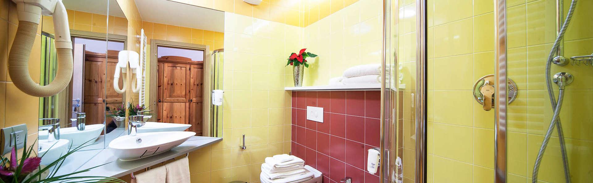 Hotel Villaggio Nevada - Edit_bath3.jpg