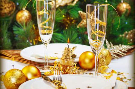 Fêtez le nouvel an sur la Seine: Soirée avec croisière et dîner à bord des Bateaux Mouches