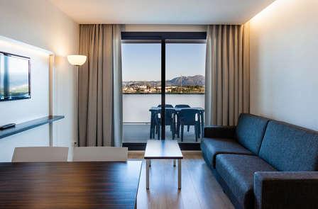 Escapada romántica con cava, love box y apartamento de lujo en Oliva (desde 2 noches)