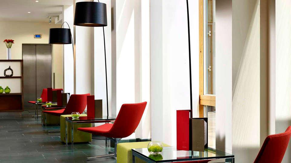 URH - Hilton Garden Inn Málaga - edit_lounge.jpg