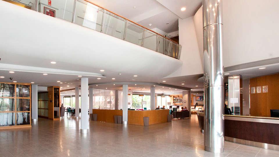 URH - Hilton Garden Inn Málaga - edit_reception.jpg