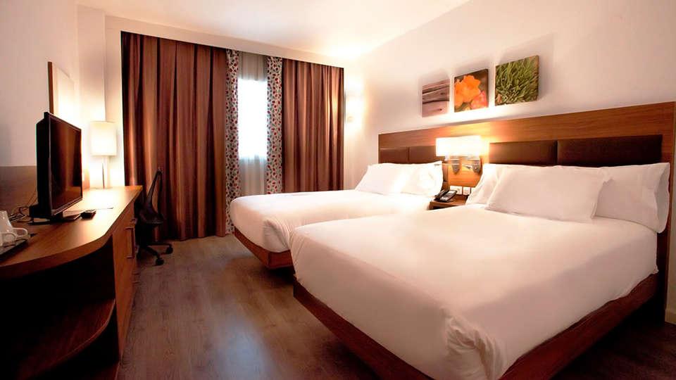 URH - Hilton Garden Inn Málaga - edit_room1.jpg