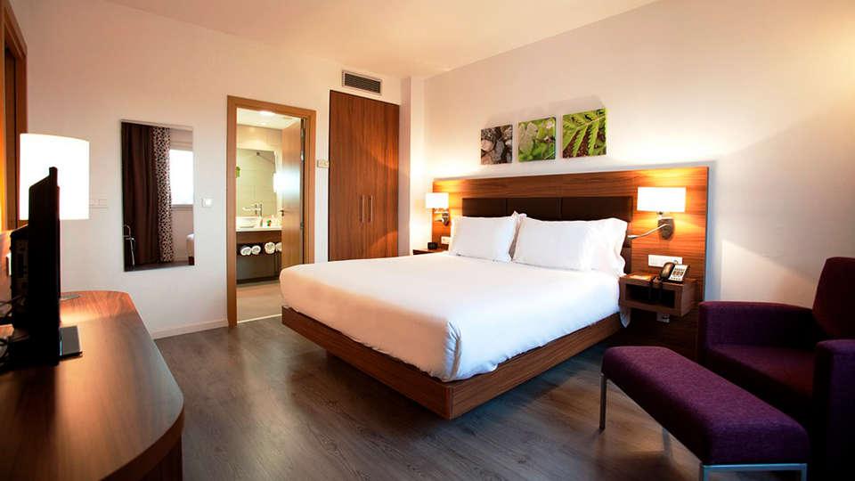 URH - Hilton Garden Inn Málaga - edit_suite.jpg