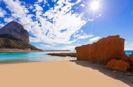Oferta en Alicante: Escapada Económica con Parking, Desayuno y Detalle
