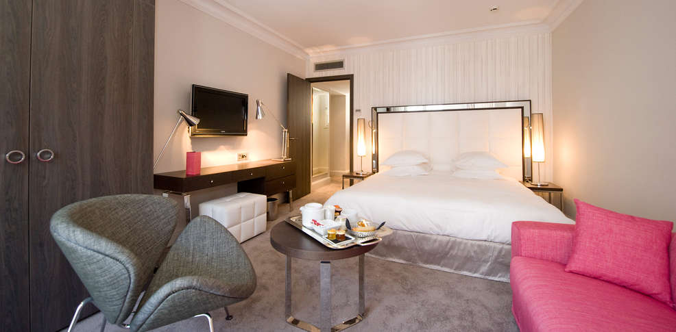 Week end Romantique Cannes avec Surclassement de la chambre à partir ...
