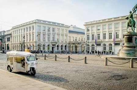 Découvrez Bruxelles sous un autre angle avec une balade en tuk-tuk !