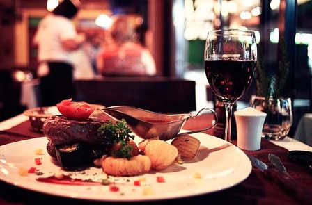 Vive el Relax: cena, masaje y botella de cava en Cantabria (desde 2 noches)