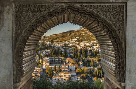 Escapada Alhambra: Descubre su magia y cultura milenaria