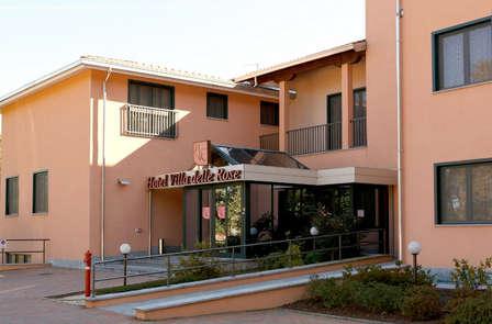 Alle porte di Novara in un hotel circondato dal verde