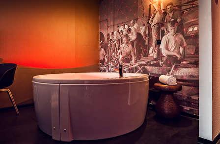 Profitez du luxe à Eindhoven avec un jacuzzi XL en chambre