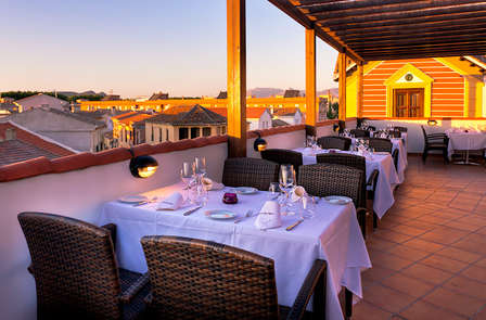 Promoción: Encanto del siglo XIX con cena a un paso de Granada (desde 2 noches)