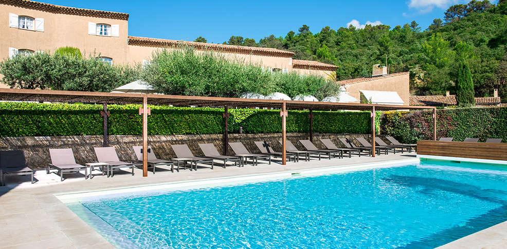 H tel bastide du calalou h tel de charme aups for Hotel piscine interieure paca