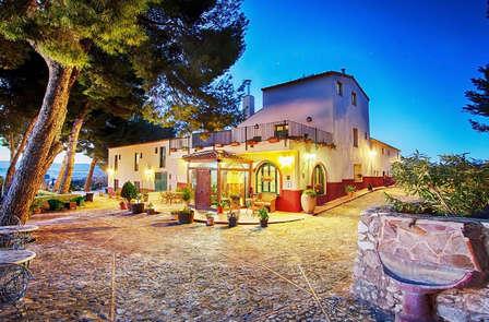 Escapada Romántica con Cena de lujo en hotel con encanto en Biar