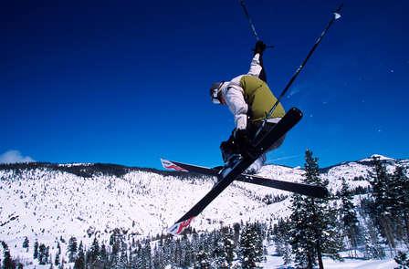 Escapade ski avec forfait de remontées mécaniques journée et dîner à 39 minutes des pistes