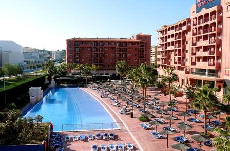 Escapada familiar a Fuengirola en apartamento, piscina y pádel