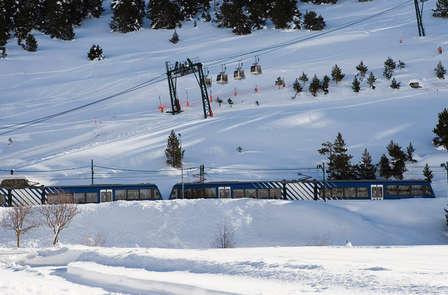 Esquía en Vall de Núria con media pensión, forfait y seguro de esquí (desde 2 noches)