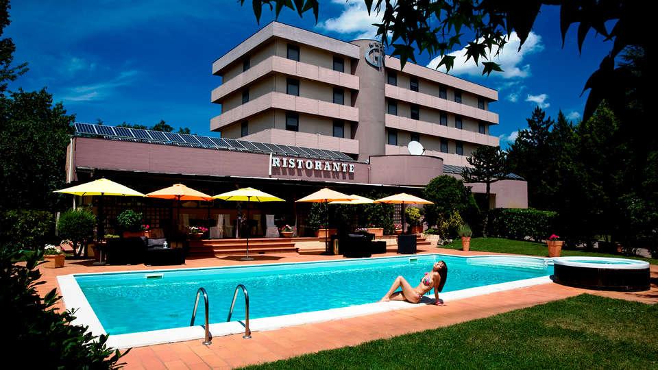 Hotel Garden - Edit_Pool2_.jpg
